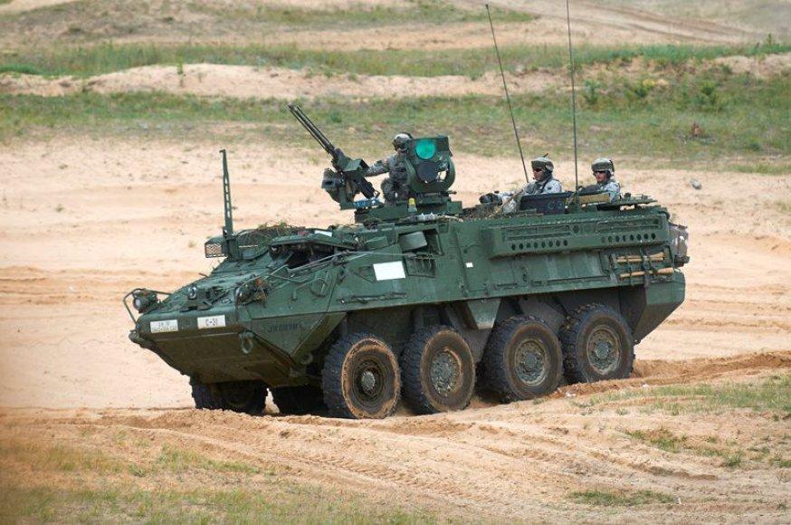 Rukloje Lietuvos ir JAV kariai treniruojasi su sunkiąja karine technika