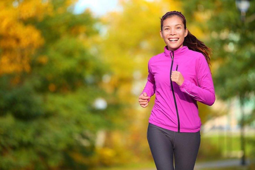 Bėgiojanti mergina