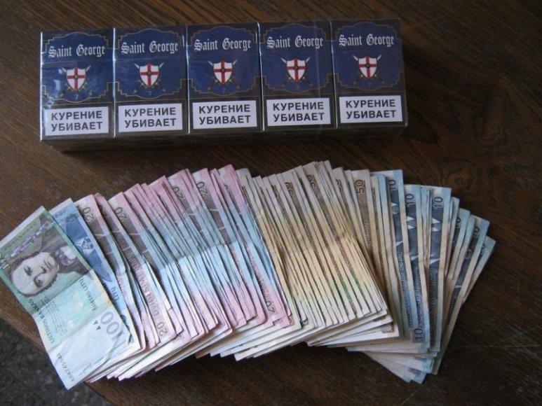 Kontrabandinės cigaretės ir pinigai