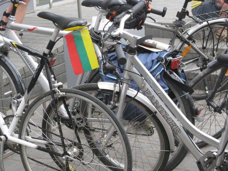 Patriotiškai papuošti dviračiai paruošti žygiui
