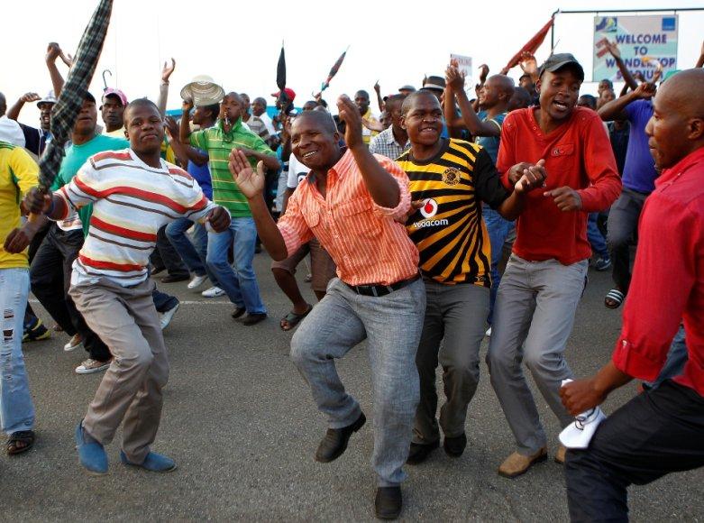 Afrikiečių džiaugsmas liejasi per kraštus.