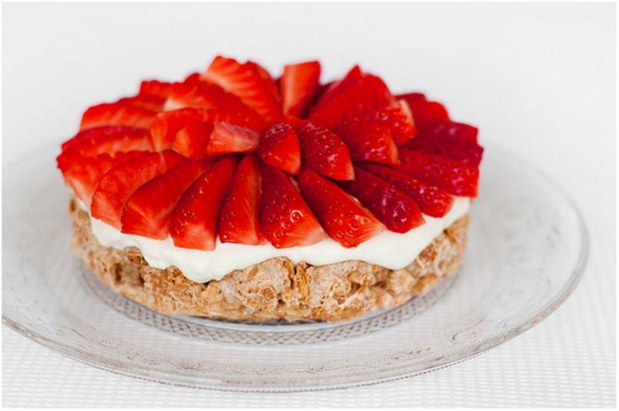 """Morenginis tortas su braškėmis """"Mostachon"""""""