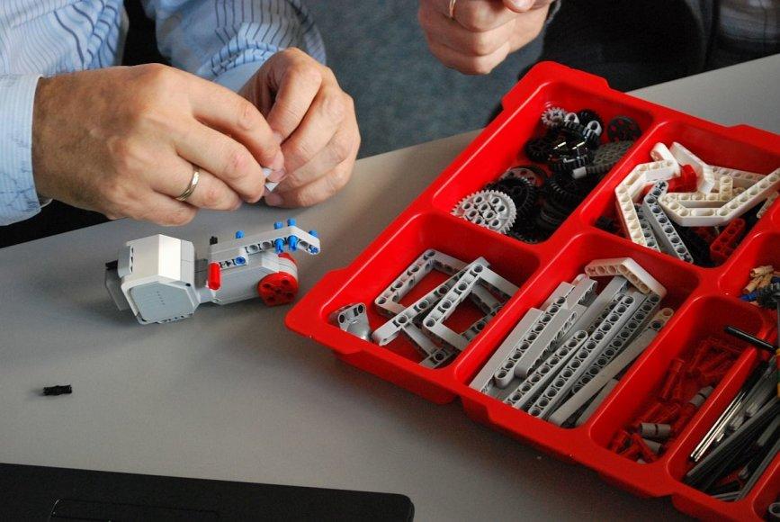 """įvyko baigiamasis """"Erasmus+"""" projekto """"Jaunųjų europiečių mokymas programuoti pasitelkus robotus"""" renginys"""