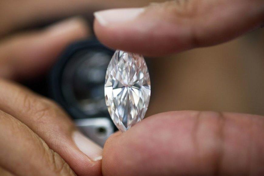 14.84 karatų deimantas, kurio vertė - 2,5 mln. JAV dolerių (Ramat Gano deimantų birža, Izraelis)