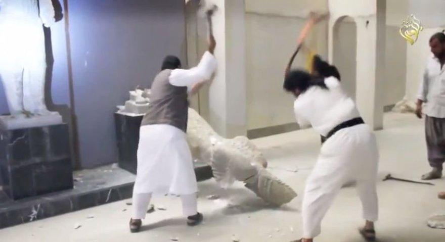 IS džihadistai naikina istorines skulptūras
