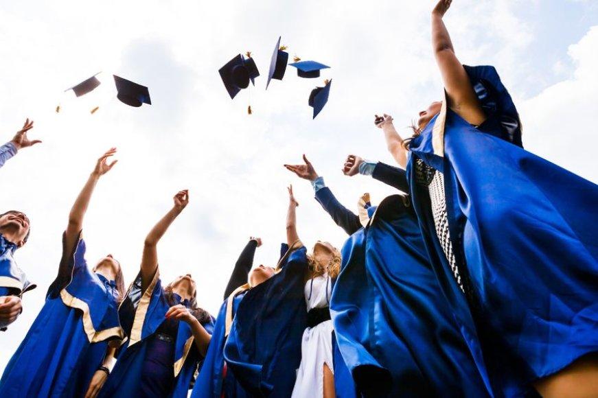 Aukštosios mokyklos absolventai