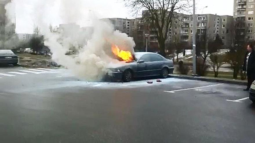 Dega BMW automobilis