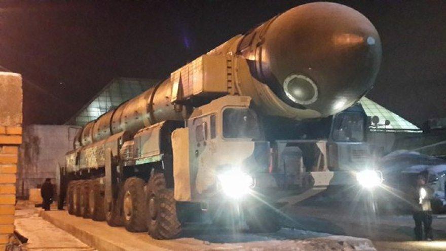 """Rusų raketinės sistemos """"Topol-M"""", kurios neša atominę galvutę."""