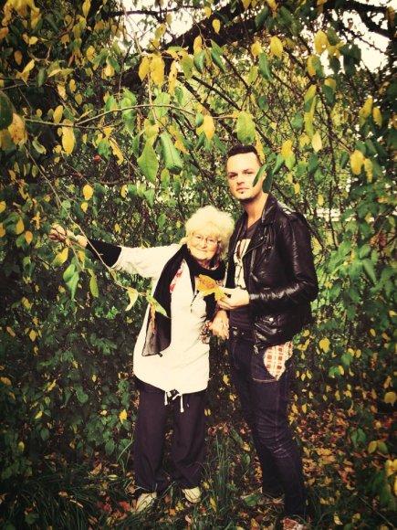 Ruslanas Kirilkinas su močiute Zina