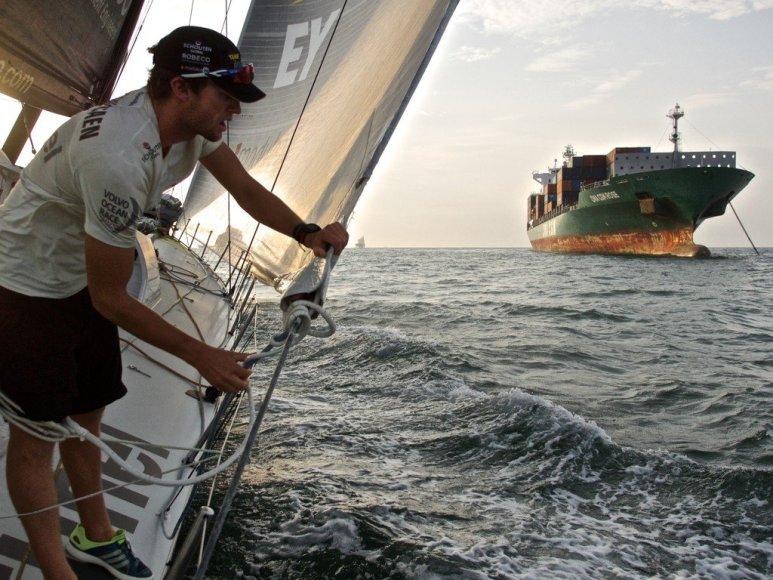 """""""Volvo Ocean Race"""" lenktynių aplink pasaulį jachtos pasieks tarpinį finišą Sanja uoste Kinijoje"""