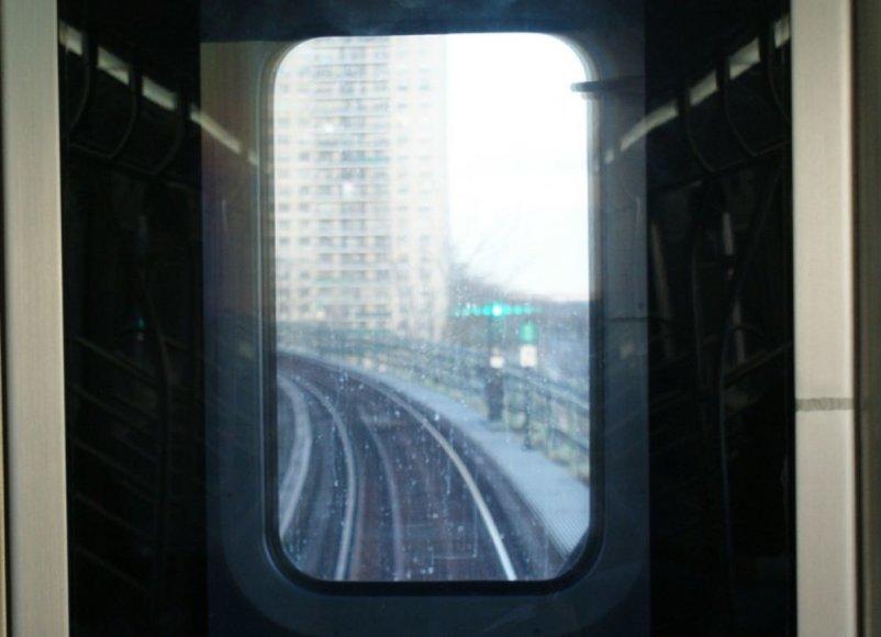 Vaizdas pro paskutinio traukinio vagono langą