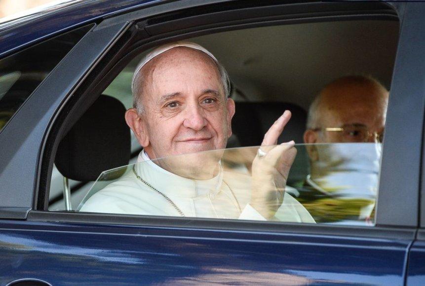 Popiežius Pranciškus renkasi kuklų automobilį.