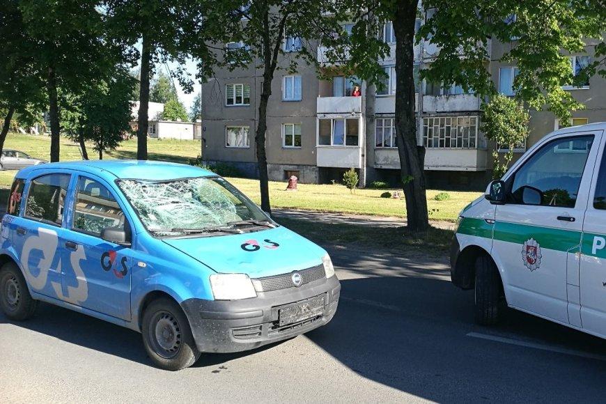 Neblaivus vairuotojas tarnybiniu G4S automobiliu Tauragėje partrenkė vyrą