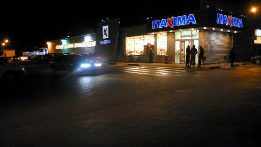 """""""Maximoje"""" kilus nedideliam gaisrui buvo evakuoti pirkėjai ir darbuotojai."""