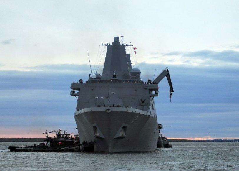 JAV paskelbė perkelianti karo laivus arčiau Šiaurės Korėjos.