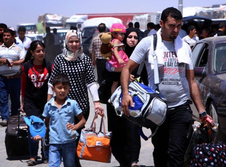 Gyventojai bėga iš Ninevės provincijos šiaurės Irake, kur kontrolę paėmė džihadistai