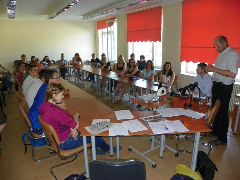 """Mokiniai susidomėję dalyvavo energetinio auditos seminaruose. Visagino """"Verdenės"""" gimnazijos archyvo nuotr."""