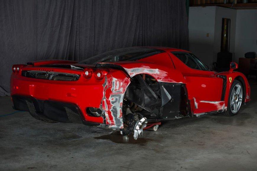 """Sudaužytas """"Ferrari Enzo"""""""