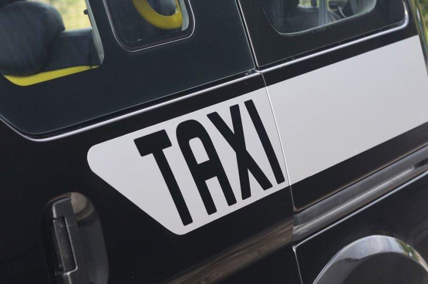 """Nissan NV200"": juodasis Londono taksi"