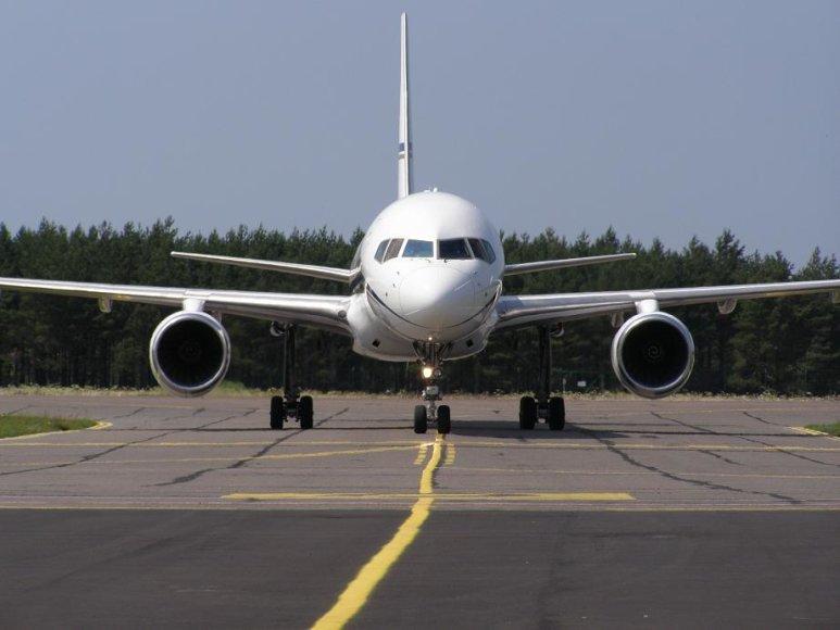 Pakeliui į Palangą lėktuve siautėjo latvis