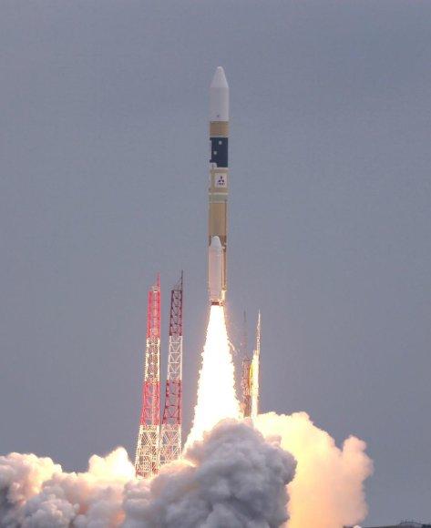 """Į kosmosą kyla raketa H-IIA su """"Michibiki"""" palydovu"""