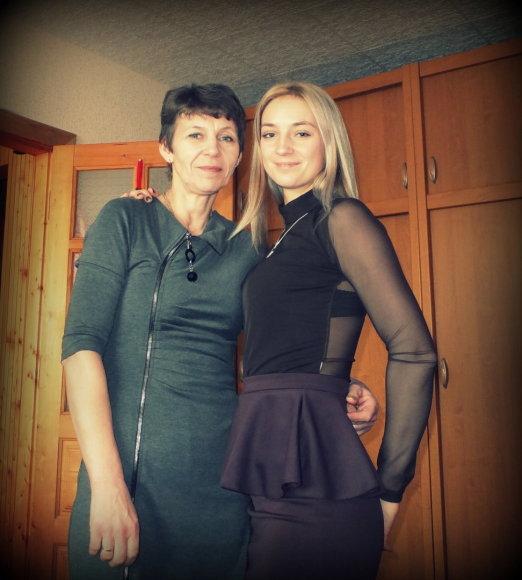 Karolina su savo mama