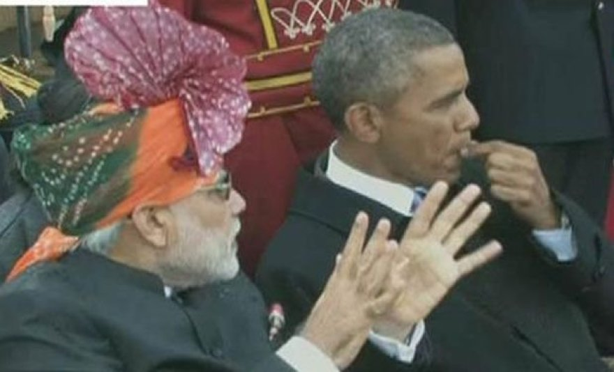 Barackas Obama kramto gumą