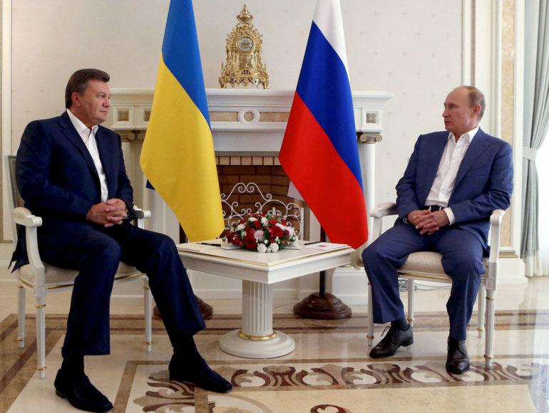 Rusijos prezidentas Vladimiras Putinas su Ukrainos prezidentu Viktoru Janukovičiumi.