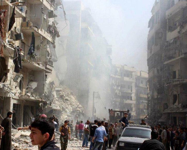 Sirijoje per naikintuvų atakas apgriauti pastatai