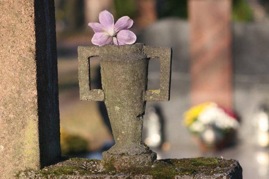 Šiaulių kapinėse: Žmonės gyvena artimųjų prisiminimuose