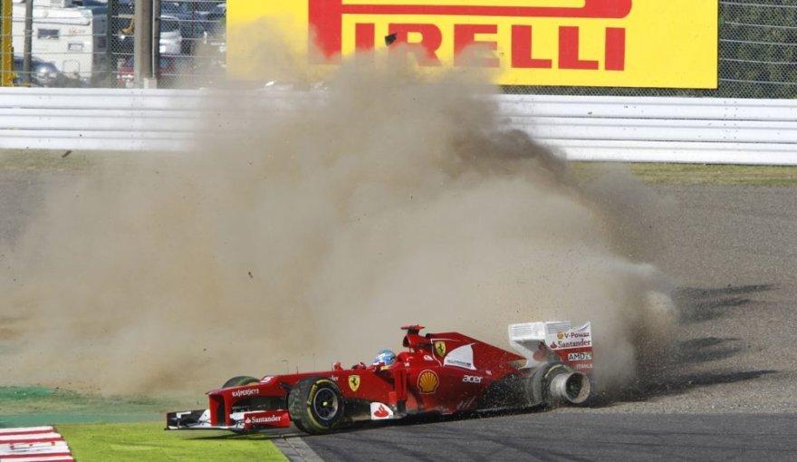 Fernando Alonso avarija F-1 etape Suzukoje