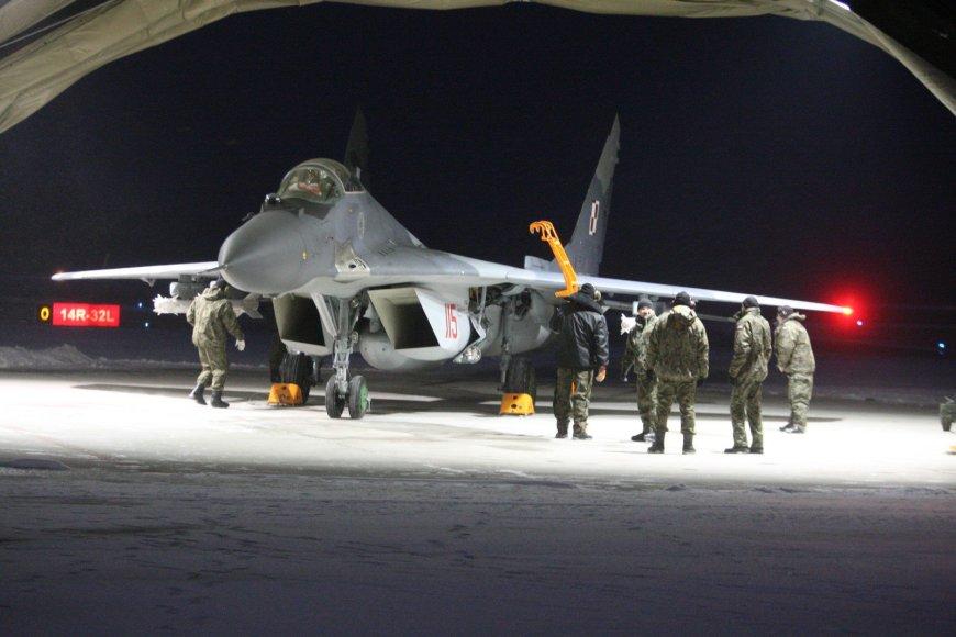 """NATO bazėje Šiauliuose nusileido keturi Lenkijos naikintuvai """"Mig-29"""" ir per 100 karių"""