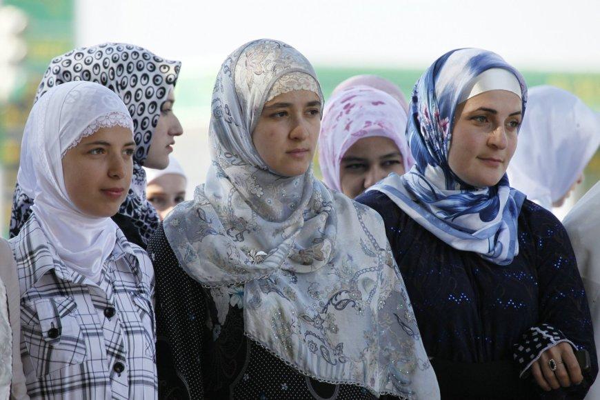 Studentės Čečėnijos sostinėje Grozne