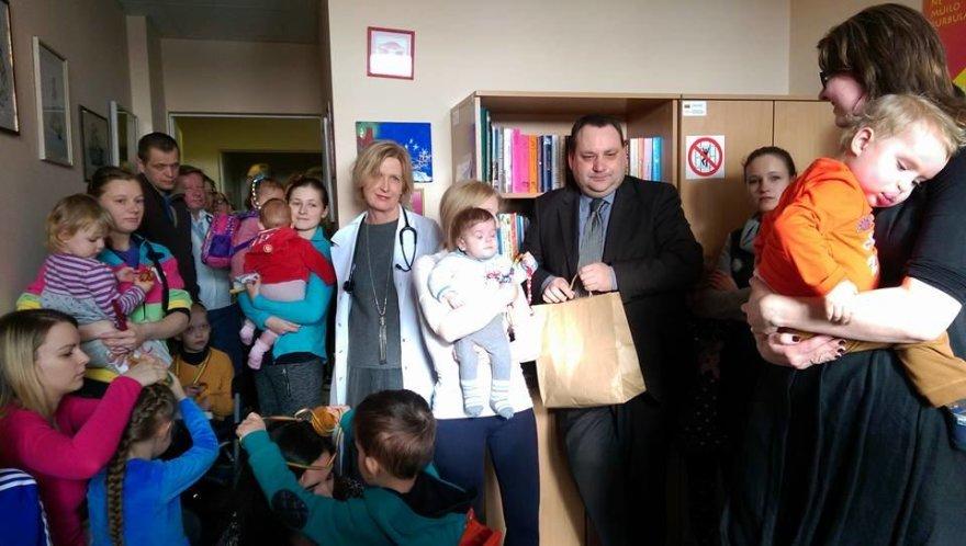 """Labdaros ir paramos fondas """"Mažoji širdelė"""" mamos aplankė vaikus ir jų tėvelius Santariškių klinikose"""