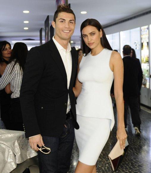 """AFP/""""Scanpix"""" nuotr./Cristiano Ronaldo ir Irina Shayk"""