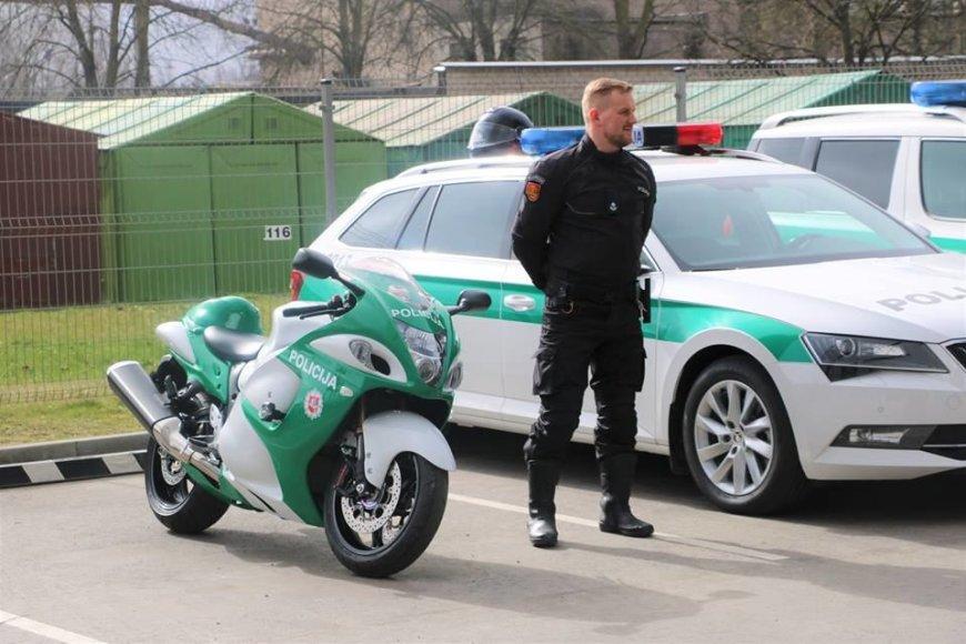 """Naujausias Klaipėdos apskrities policijos pirkinys - """"Suzuki Haybusa"""" motociklas"""