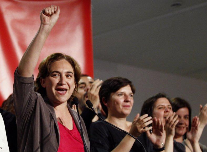 """""""Barcelona En Comu"""" lyderė Ada Colau švenčia pergalę."""