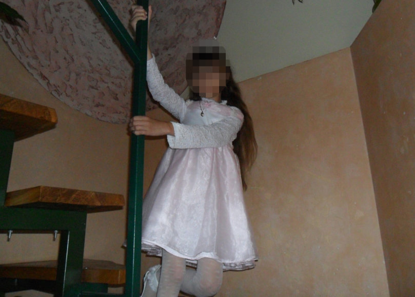 Šioje nuotraukoje kaip princesė atrodanti Onuškio miestelyje ieškota mergaitė atsirado