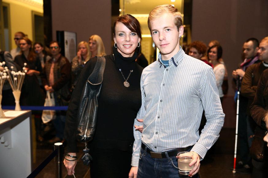 Inga Valinskienė su sūnumi Šarūnu