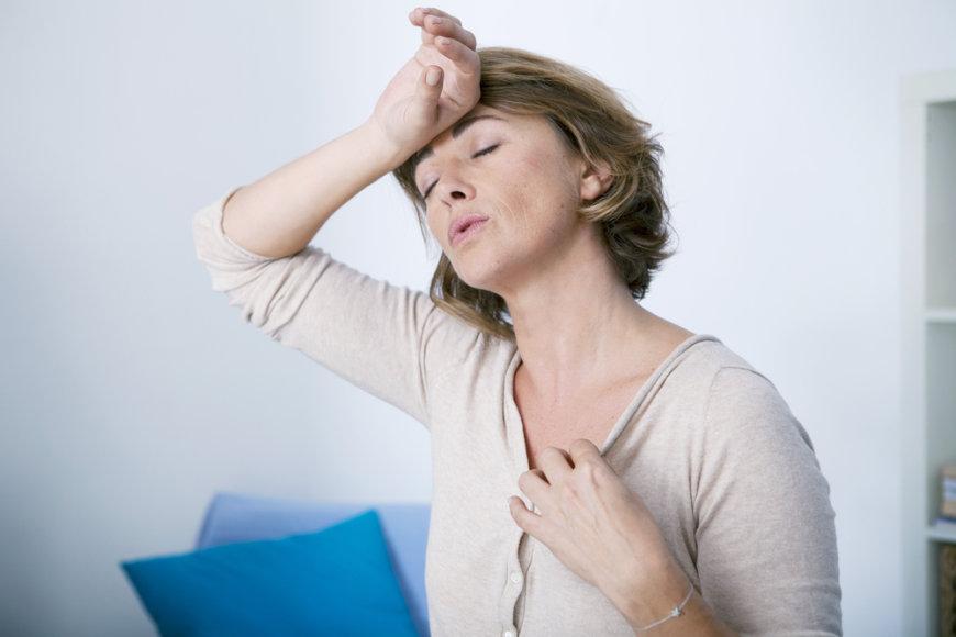 Menopauzė vargina karščio bangomis.