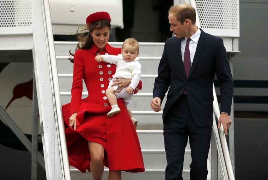 Kembridžo hercogienė Catherine ir princas Williamas su sūnumu George'u