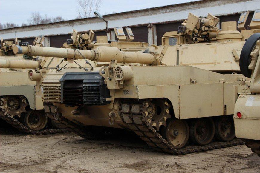 Į Gaižiūnų geležinkelio stotį sekmadienį atgabenta pirmoji dalis sunkiosios Jungtinių Valstijų karių technikos