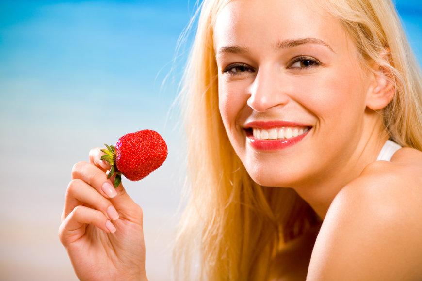 Braškėse gausu odą apsaugančio vitamino C.