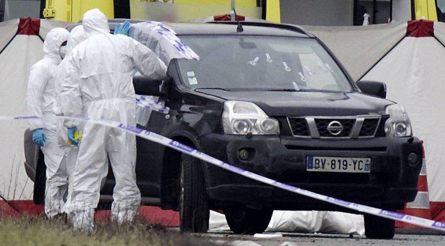Belgijos policija apžiūri terorizmu įtariamo sulaikytojo automobilį