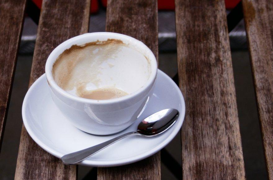Be kavos puodelio sunkiai įsivaizduojame savo rytą