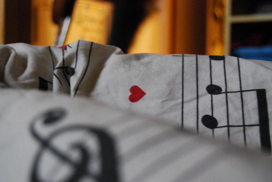 Maloni muzika nuteikia giliam miegui
