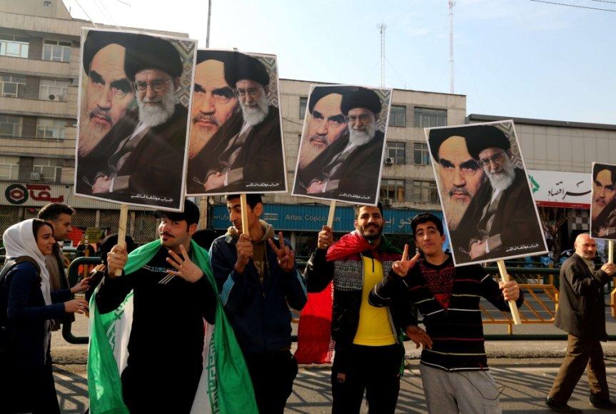Iraniečiai mini Islamo Respublikos 35-ąsias metines