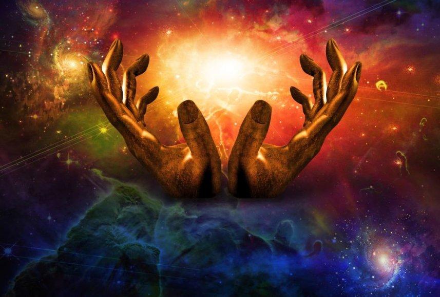 """Pradžių pradžią – laiką, kai nebuvo laiko – visi aiškina skirtingai: vieniems atrodo, kad visata cikliškai """"pulsuoja"""" (t.y. plečiasi ir traukiasi), taigi ji yra amžina bei neturi pradžios ar pabaigos; kiti įsivaizduoja, kad prieš tai tiesiog nebuvo nieko; treti mano, kad ranką prikišo Dievas."""