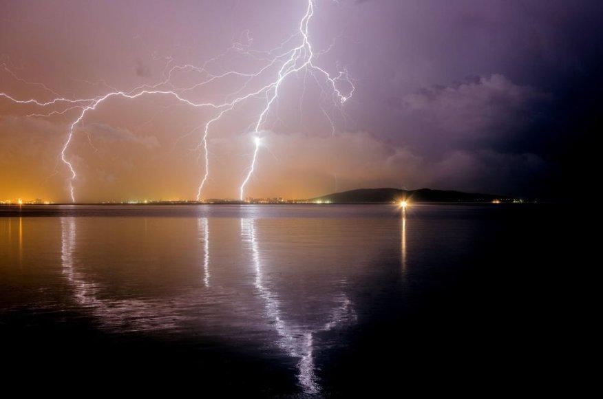 Žaibai virš Kaštel Novio miesto