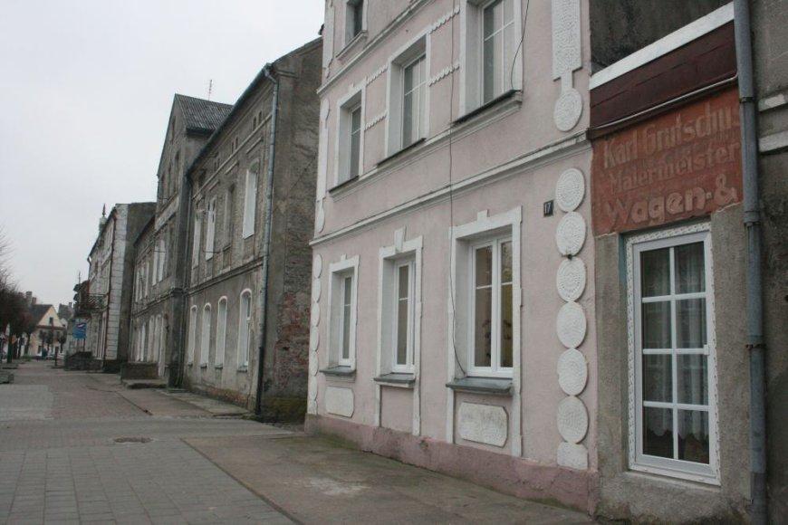 Ant mūrinių pastatų Priekulėje dar likę nemažai vokiškų užrašų.